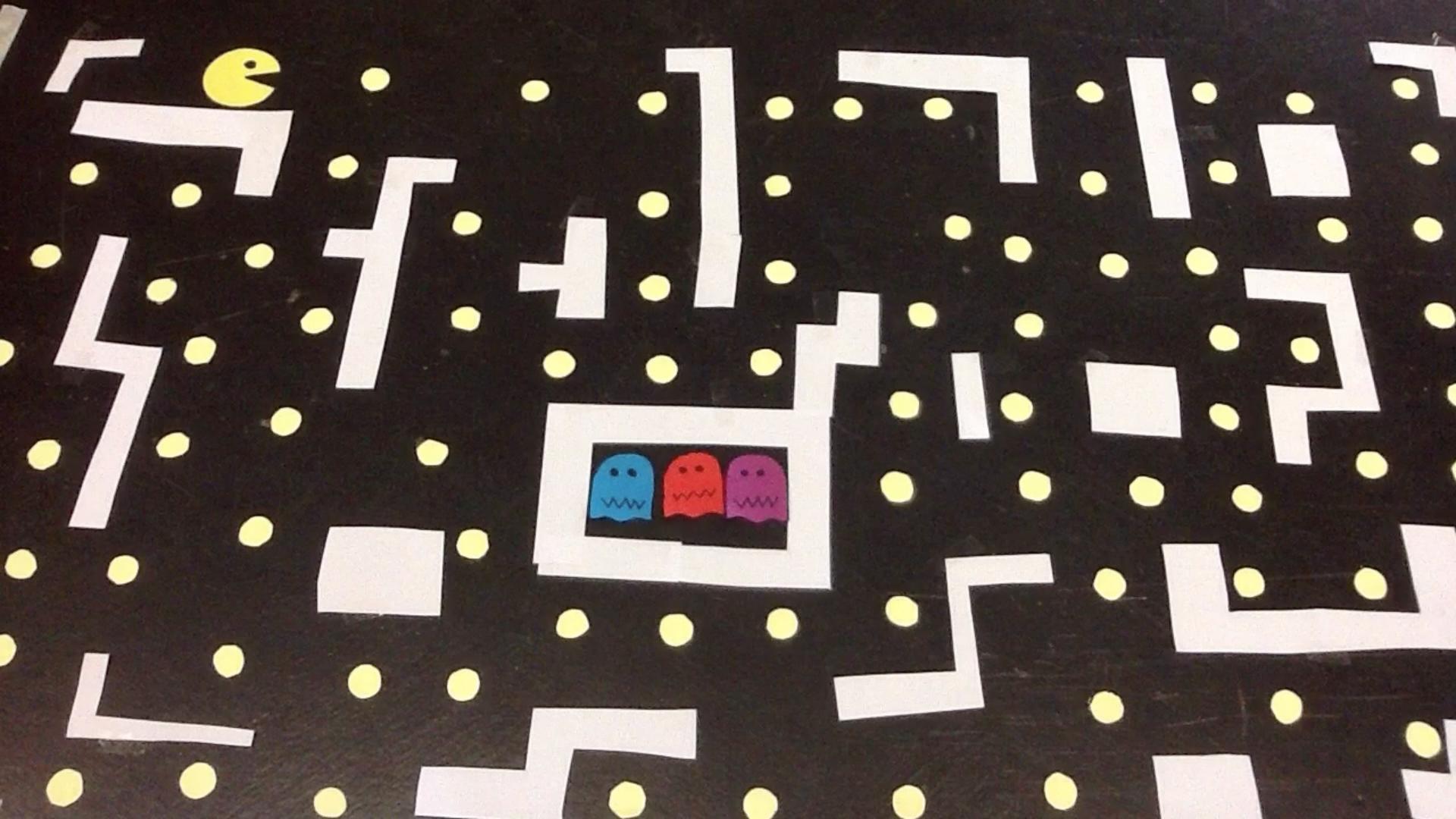 """Ergebnis eines Legetrick-Workshops im Stil eines """"Pacman"""" Videospiels"""