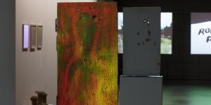 Shotgun-Bild in rot-grünen Farben von William S. Borroughs in der »Beat Generation« Ausstellung