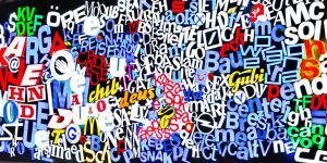 Eine große bunte Tafel aus Piktogrammen und Buchstaben.