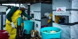 Dekontamination nach dem Verlassen der Hochsicherheitszone in  ELWA3, dem Ebola-Behandlungszentrum von Ärzte ohne Grenzen in Monrovia, Liberia.