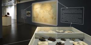 Showcases with old telegraphs and a huge land map at the wall