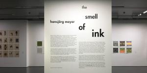 Blick in die Ausstellung »Hansjörg Mayer. The Smell of Ink«