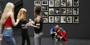 Jugendliche im Museum