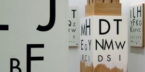 """Ausstellungsansicht """"Stephan von Huene: Grenzgänger, Grenzverschieber"""""""
