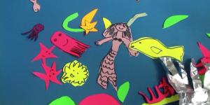 Standbild aus Stop-Motion Trickfilm. Eine Unterwasserszene mit Quallen und Fischen sowie einer Meerjungfrau.