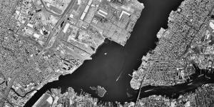 Jersey City von oben. Häuser und ein Fluß.