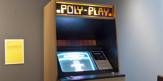 A gaming machine with the label »Poly-Play«
