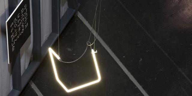 Eine gewundene Leuchtstange