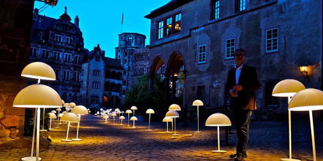 Heidelberger Schloss beleuchtet von Stehlampen