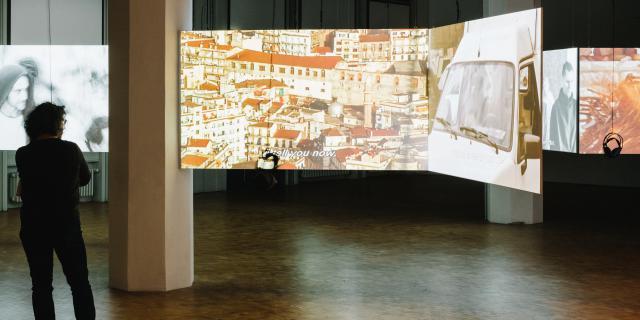 Vorführung verschiedener Filmausschnitte in der Ausstellung »Reset Modernity!«