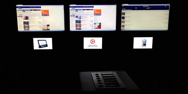 Drei Bildschirme zeigen unterschiedliche Betriebssysteme