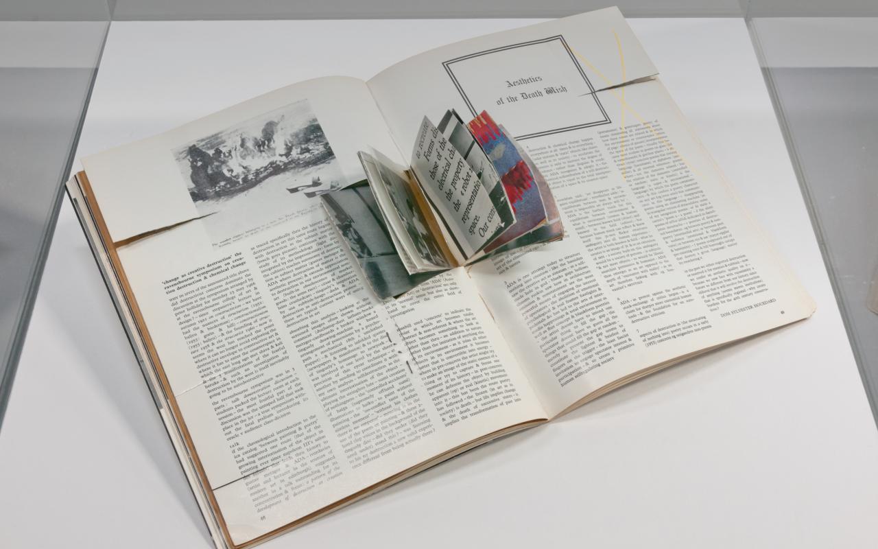 Objekt aus der Ausstellung Better Books