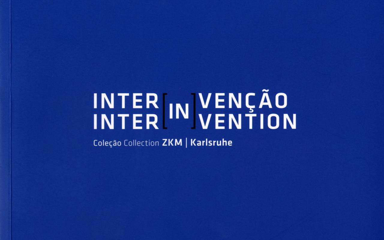 Blaues Cover mit weißer Schrift.