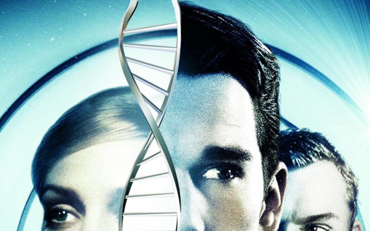 Zwei Männer, eine Frau und ein DNA-Strang