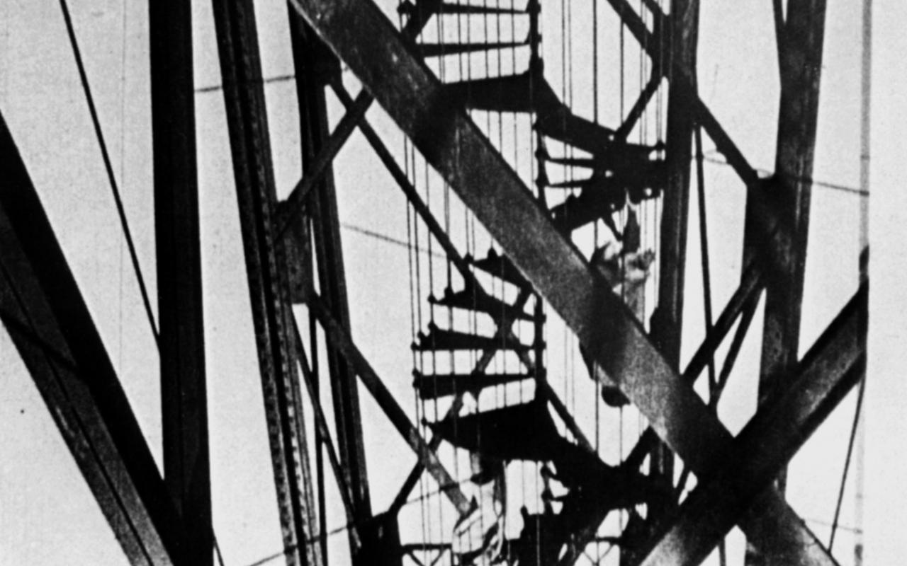 Film-Still aus dem schwarz/weiß Film »Alter Hafen in Marseille« von Moholy-Nagy aus den 1930ern.