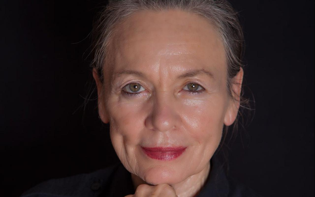 The picture shows a portrait of Giga Hertz Award Winner Laurie Anderson