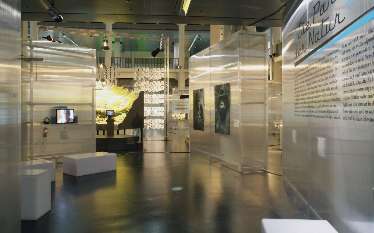 Ein Blick in die Ausstellung »Making Things Public«.