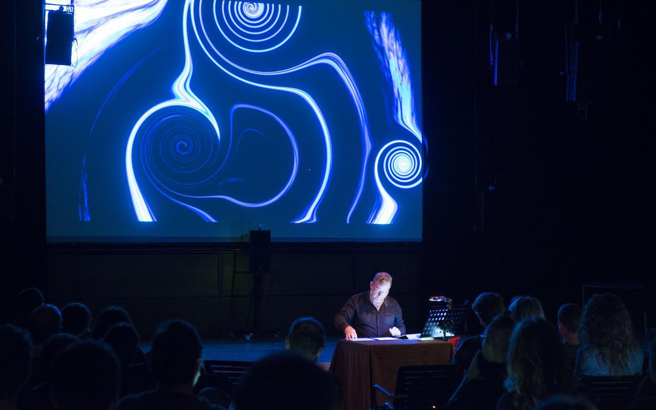 Garth Paine bei der Präsentation von Future Perfect
