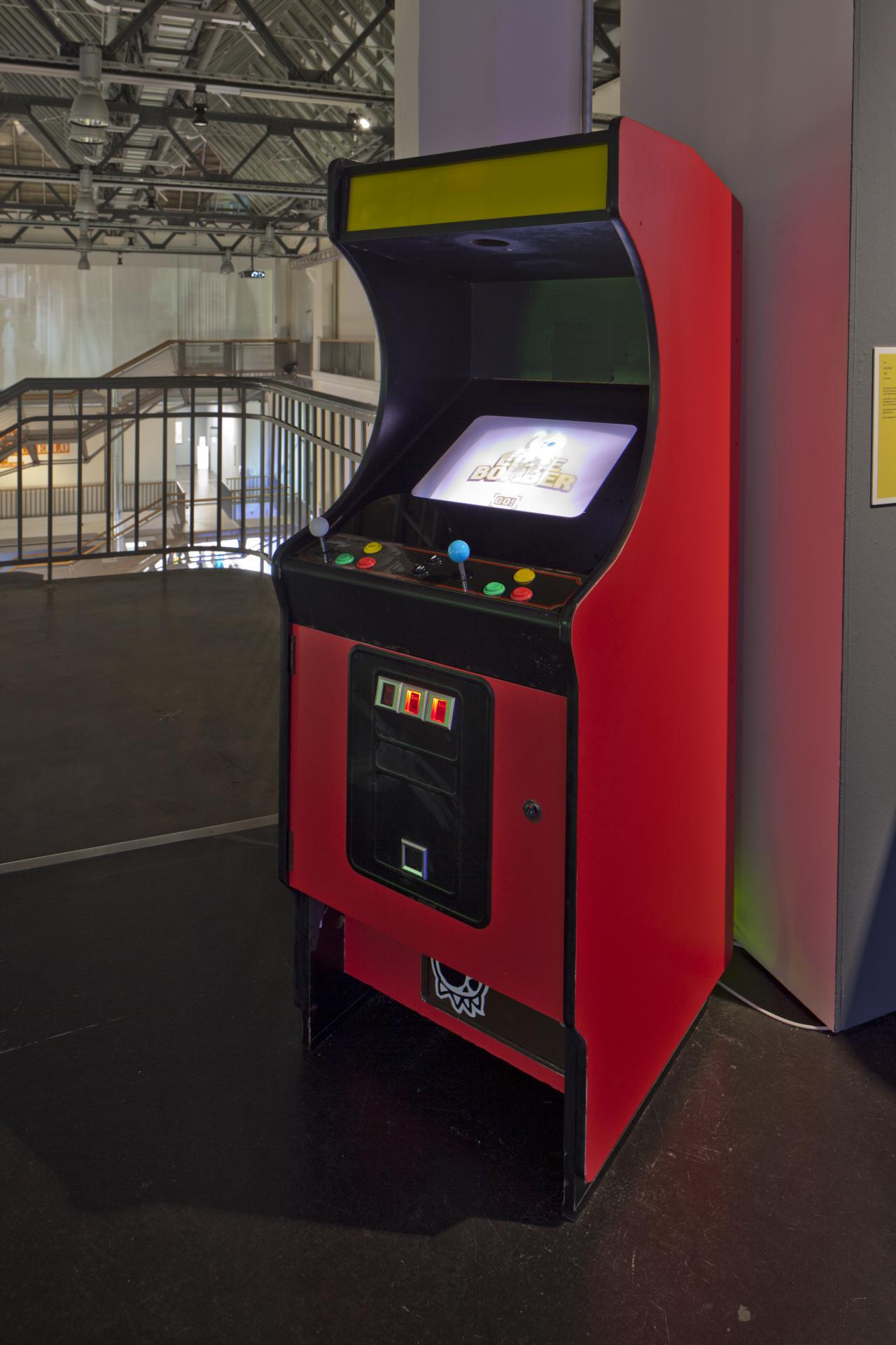 A gaming machine which shows »EdgeBomber« on the display