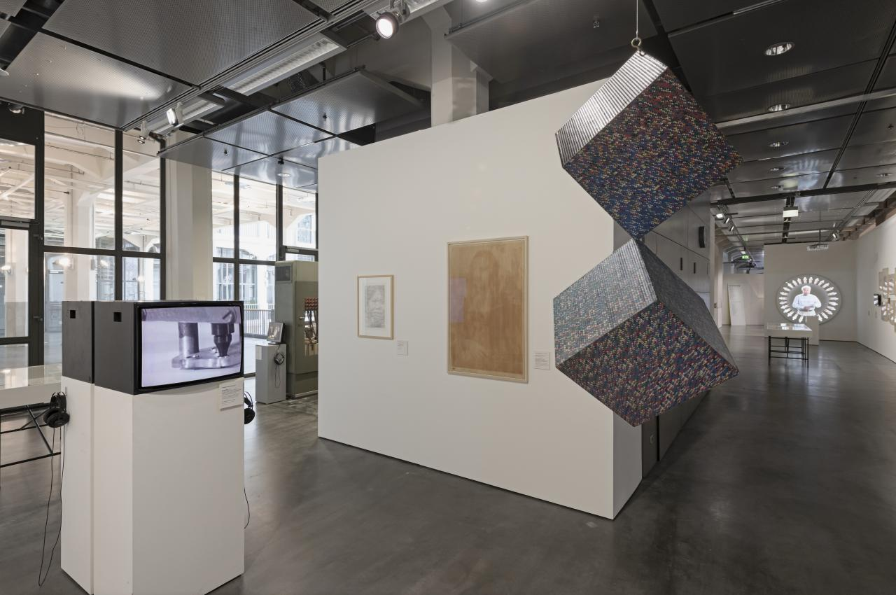 Blick in die Ausstellung »Writing the History of the Future«