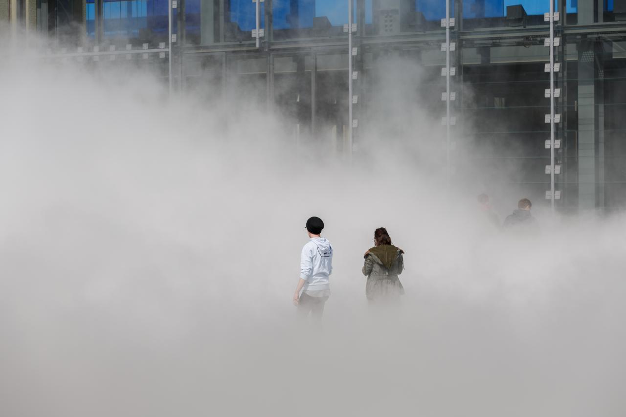 Zu sehen ist die Nebelskulpturarbeit von der Künstlerin Fujiko Nakaya