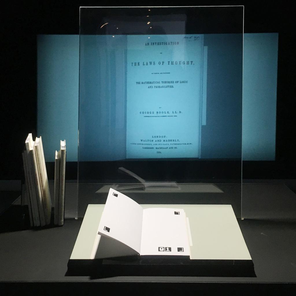 Bernd Lintermann, Nikolaus Völzow, Peter Weibel, »Bibliotheca Digitalis: Three Phases of Digitalization«