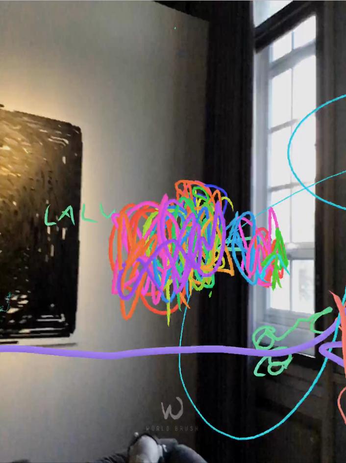 Zu sehen ist ein eine Ecke eines Raums. In den virtuellen Raum rein ist mit bunten Stiften ein Wollknäuel-artige Form gemalt worden.