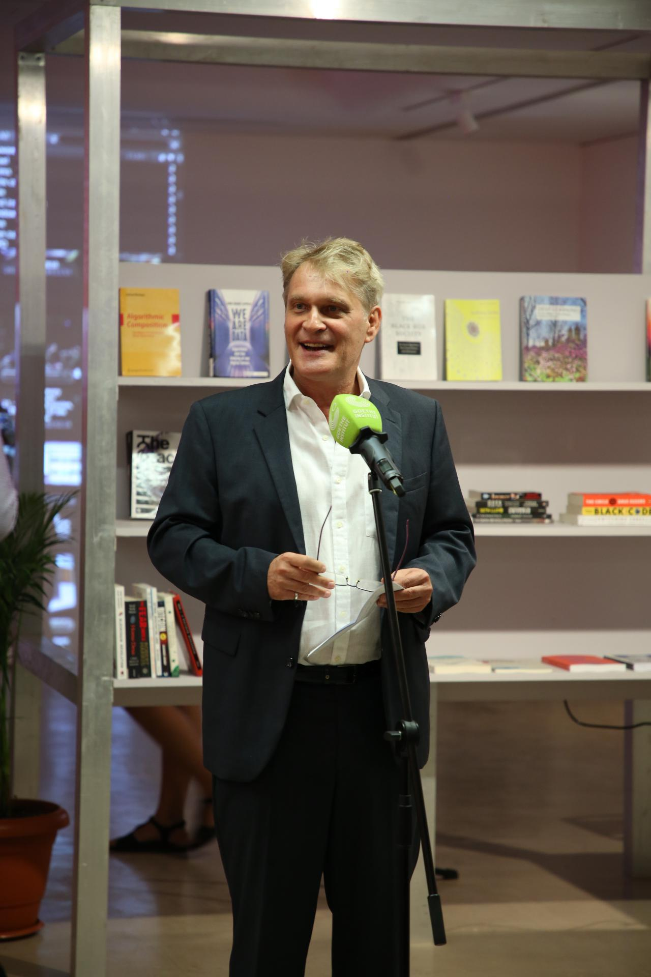 Dr. Martin Wälde, Director of the Goethe-Institut Max Mueller Bhavan Mumbai, speaks at the opening.