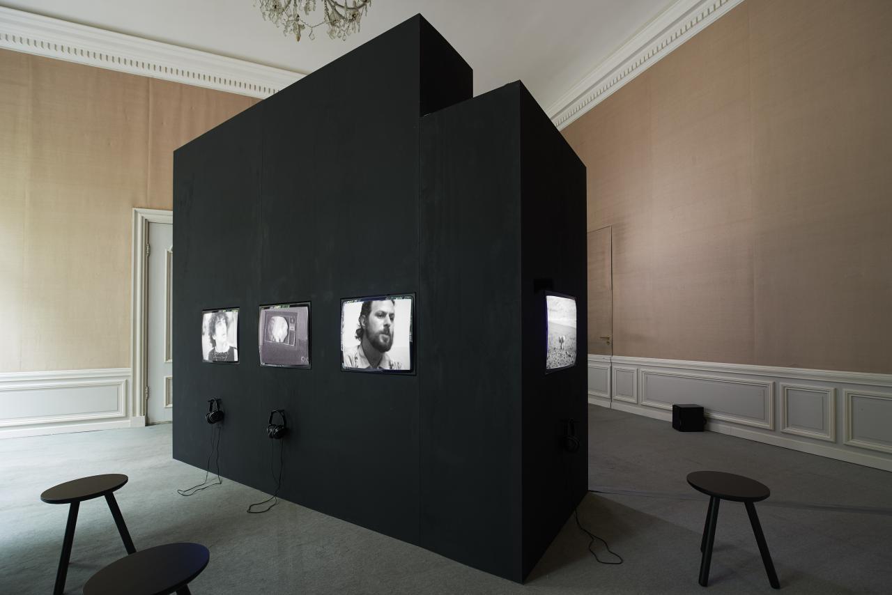 Blick in die Ausstellung Radical Software. The Raindance Foundation, Media Ecology and Video Art«, West, Den Haag,