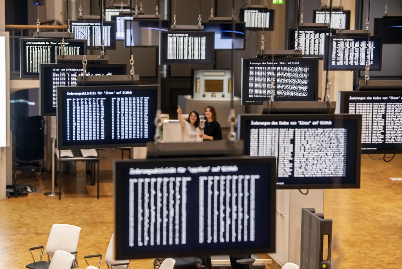 Installationsansicht »Die Welt als Datenfeld«