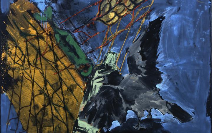 Ein dunkel gehaltenes abstraktes Bild zeigt eine Krähe.