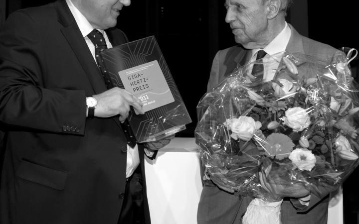 Peter Weibel (links) Pierre Boulez (rechts)