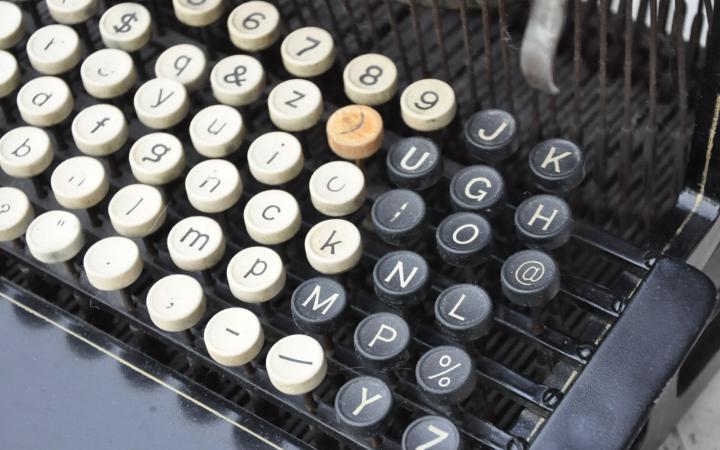 Historische Schreibmaschine Caligraph 2 mit @-Zeichen