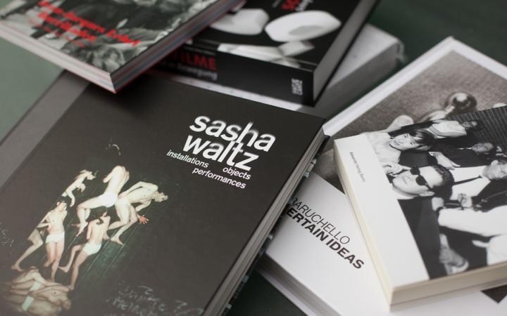 Diverse Bücher auf einem Haufen