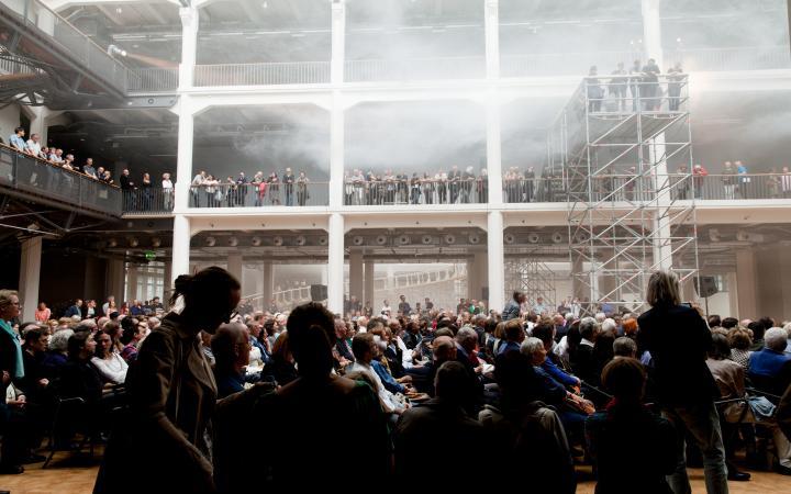 Die Eröffnung der Ausstellung: Cloudscapes