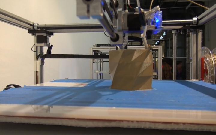 Ein Objekt im 3-D-Drucker
