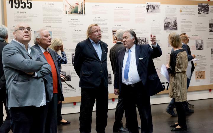 Peter Weibel führt durch die Ausstellung »Kunst in Europa 1945–1968«