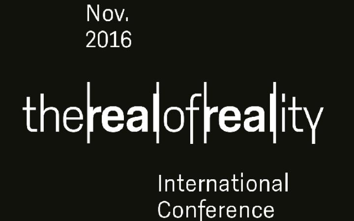 weiße Schrift auf schwarzem Grund: the real of reality