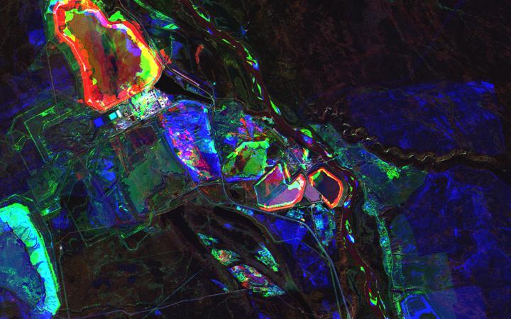 Satellitenbild in blauen, roten und grünen Farben
