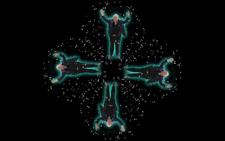 Peter Weibel als Hologramm.
