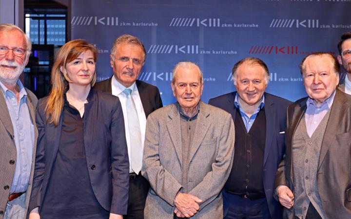 Gruppenbild der Künstler und Kuratoren der Ausstellung »Poetische Expansionen«
