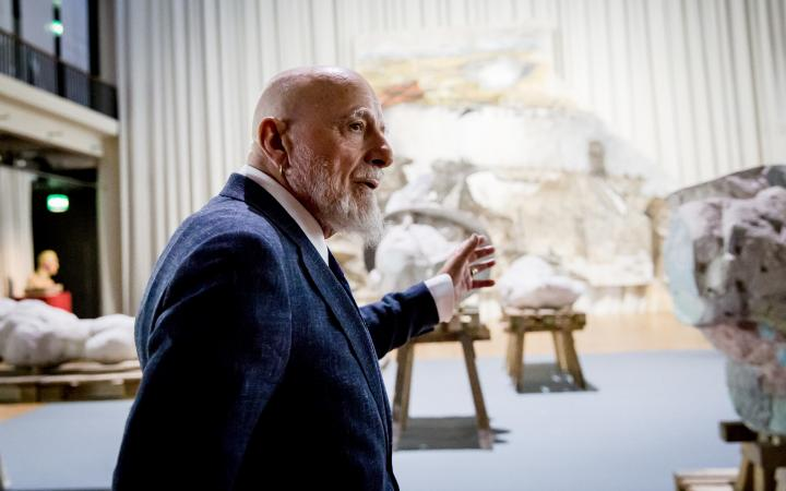 Markus Lüpertz in the exhibition in front of the Merkur-scupture