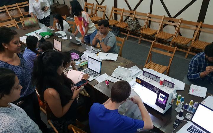 Teilnehmer des »Digital Embroidery« Workshops im Dr. Bhau Daji Lad Museum in Mumbai