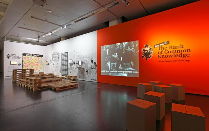 """Ausstellungsansicht """"Banquete. Nodes and Networks"""""""