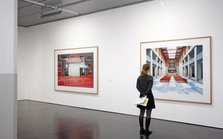 """Ausstellungsansicht """"Candida Höfer"""""""