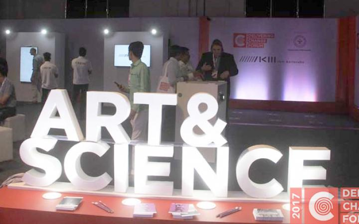 The picture shows ¬Art & Science« at the Delivering Change Forum in India