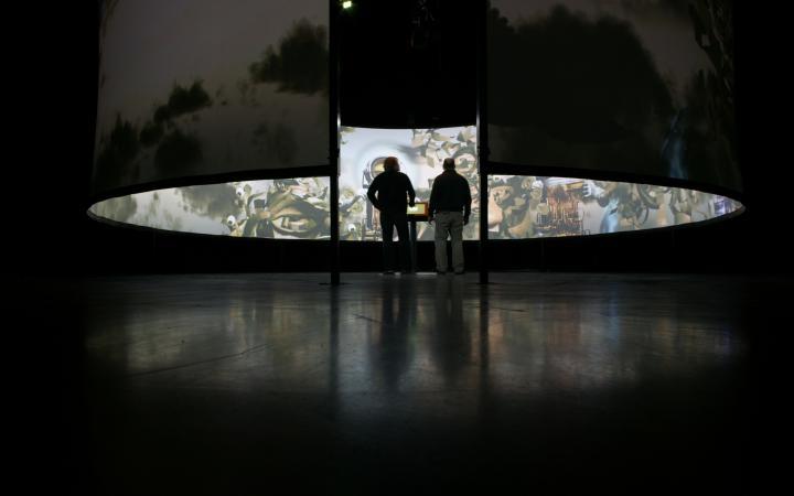 "Installationsansicht ""Robert Darroll, Sean Reed: Oracle"""