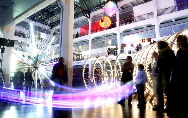 """Ausstellungsansicht """"Lichtkunst aus Kunstlicht"""""""