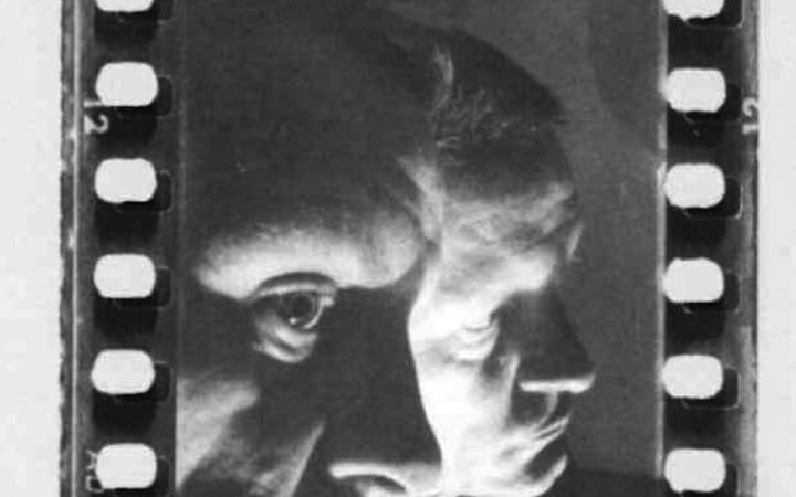 The black-and-white photograph shows a portrait of Helmut Heißenbüttel, mirrored on the side in a mirror.