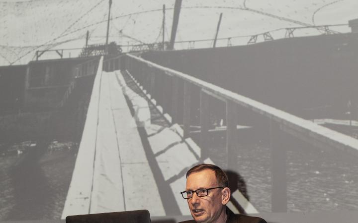 Joachim Kleinmanns bei seinem Vortrag im Rahmen des Frei Otto Symposiums »Architektur als vermutete Zukunft«